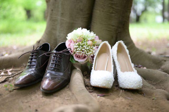 ヒールと革靴の写真